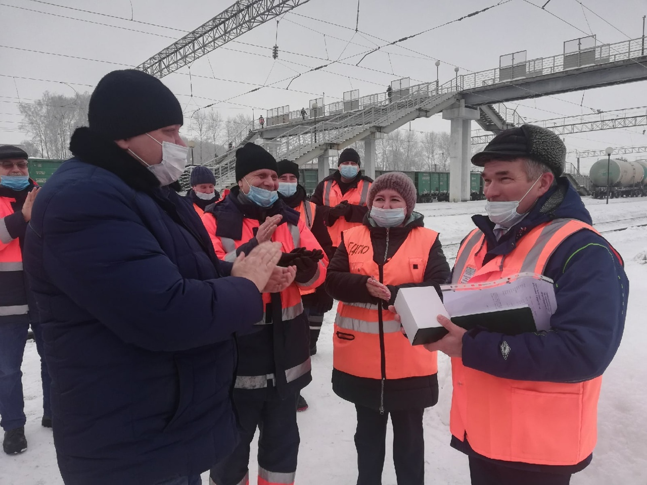 Награду получил начальник станции Можга Александр ТройниковЗамначальника