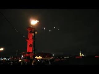 Световое шоу фестиваля «рождественская звезда» заставило васильевский остров гореть
