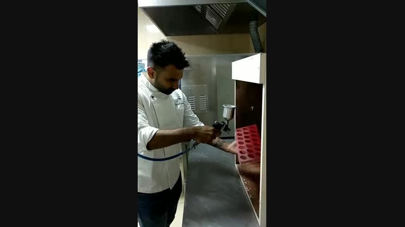 Шеф кондитер Vinesh Johny из Индии с мастер классом в лаборатории Marie T