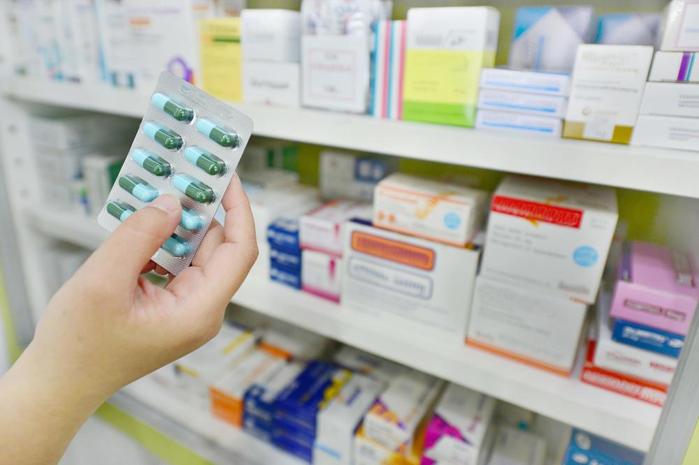 Губернатор Валерий Радаев дал поручения по обеспечению лекарствами аптечной сети