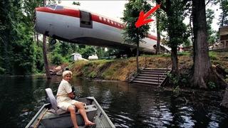 """Женщина купила за $2000 списанный """"Boeing 727"""" и переехала туда ЖИТЬ... Невероятный дом в САМОЛЕТЕ"""