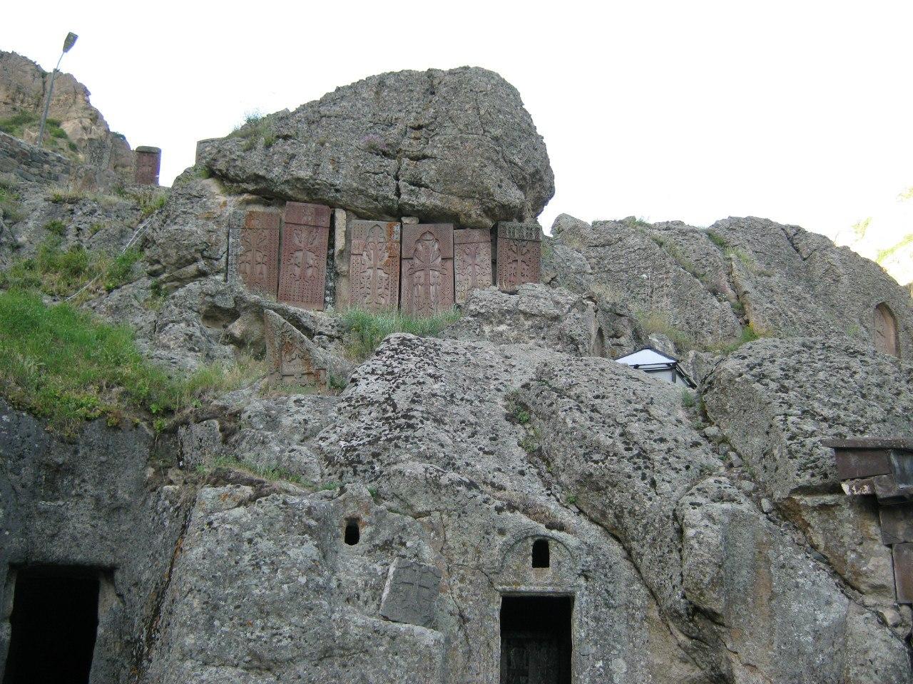 Древние хачкары - визитная карточка Армении