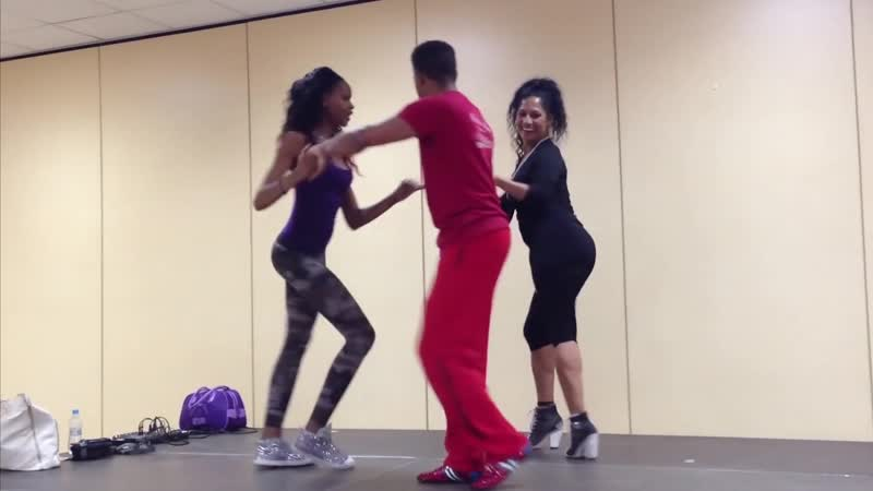 Salsa con dos Mujeres by Mario Charon with Madeline Rodriguez y Yeni Molinet