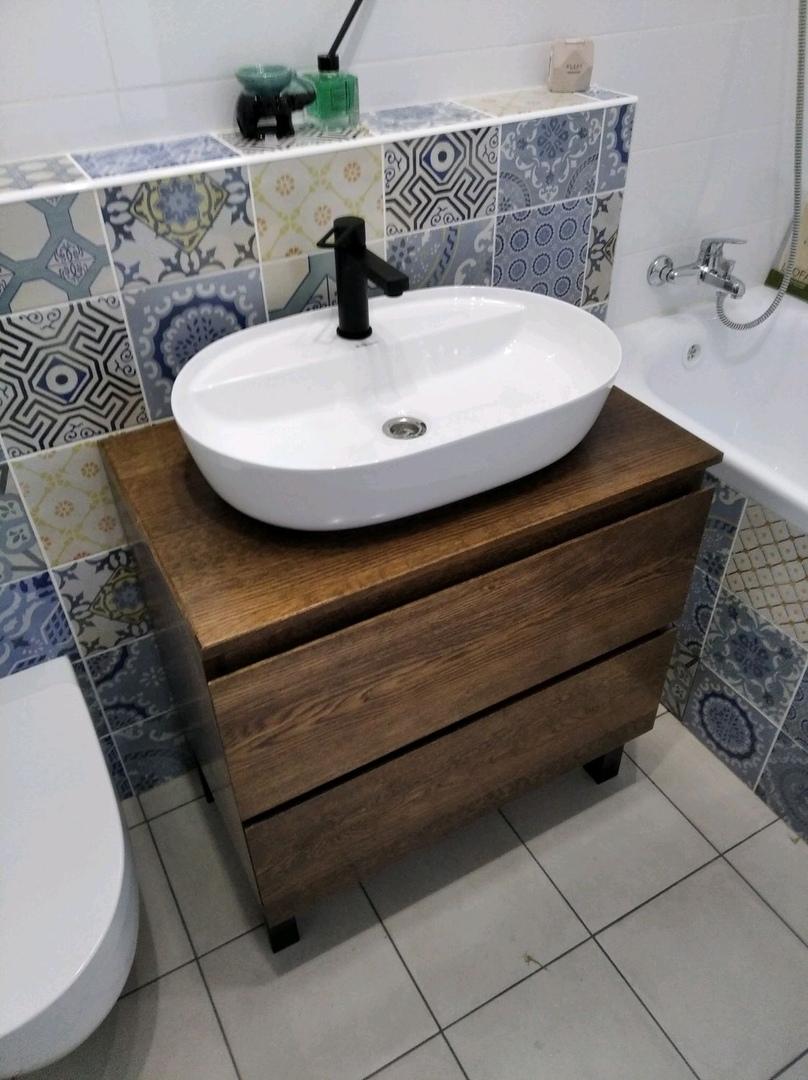 Тумба под раковину в ванную комнату.