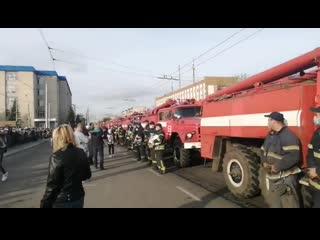 На Луганщині оплесками та квітами провели рятувальників додому після ліквідації пожеж