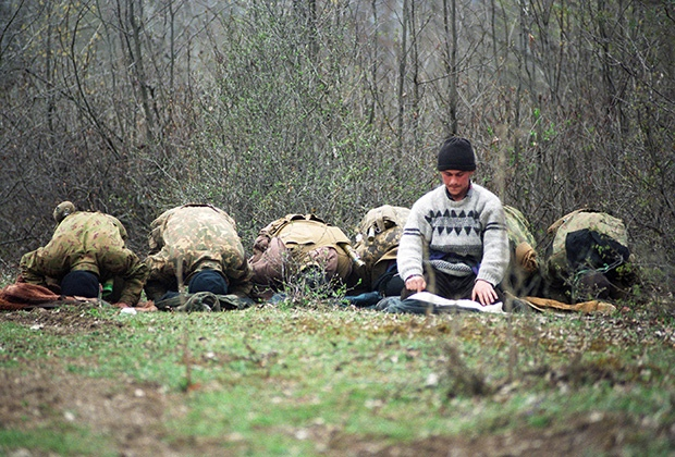 Лагерь чеченских вооруженных формирований в горах. Чечня, март 1995 года Фото: Эдди Опп / «Коммерсантъ»