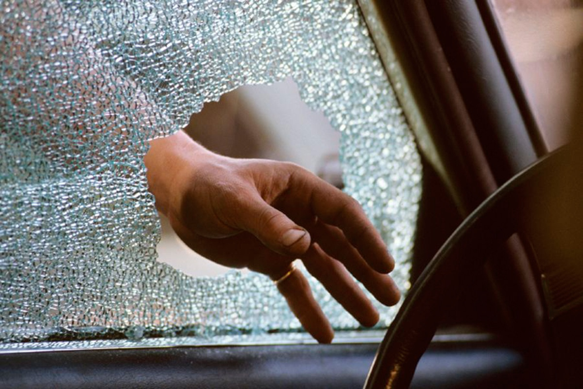 27-летний таганрожец угнал автомобиль, потом устал и уснул в нем же