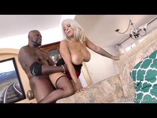 📼 Alyssa Lynn - взрослая шлюшка любит черный член [ milf, mature, 40+, black, чулки, зрелая, мамка, большой, лопастные, инцест]