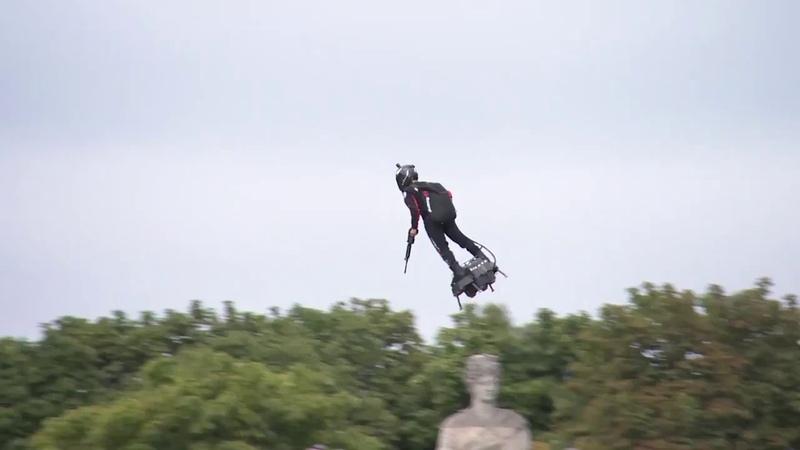 Во Франции создали летающую доску на которой можно летать со скоростью до 190 км ч