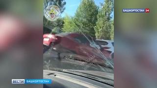 Резко затормозил: в Уфе водитель иномарки устроил ДТП с 4 автомобилями (ВИДЕО)